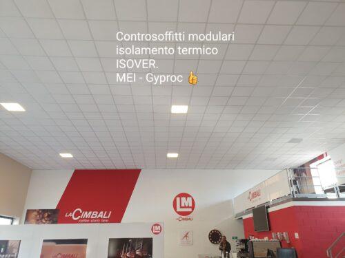 Borgo San Dalmazzo Cuneo. Sede LM concessionaria macchine da caffè Cimbali Controsoffitti modulari. isolamento termo-acustico. Ispezionabili. Fibra minerale. AMF